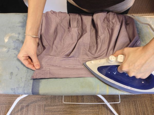 1. First, iron the bottom of the collar to avoid the top side becoming shiny