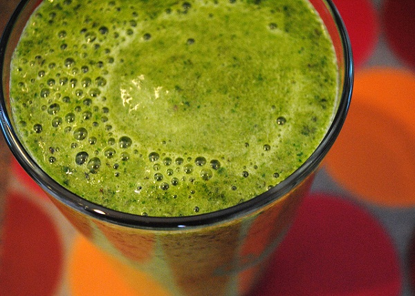 Healthy green fruit and vegetable smoothie recipe