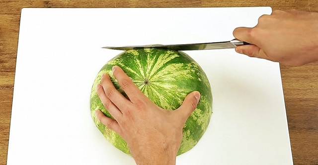 Use this perfect method to cut a watermelon and eat it like a boss!