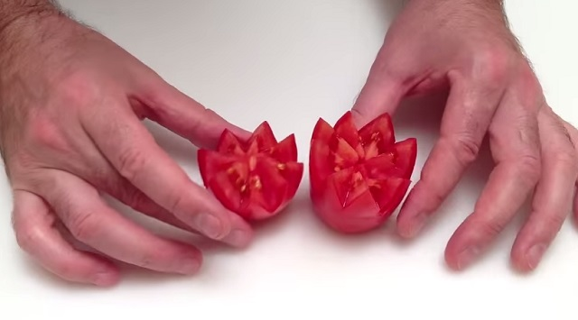 How to turn a tomato into a culinary beauty within a few seconds