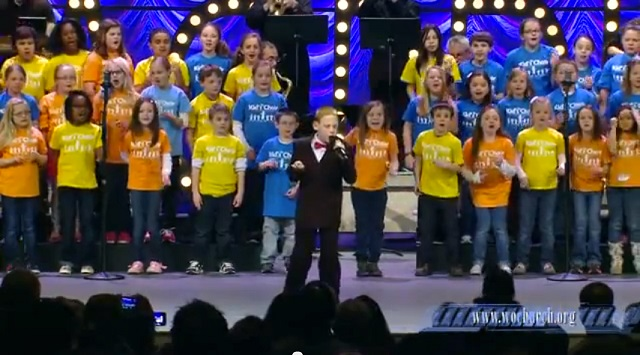 "A blind and autistic boy impresses his audience singing ""Lean on Me"""