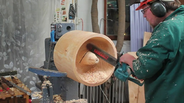 What this man is able to create from a simple log will leave you speechless