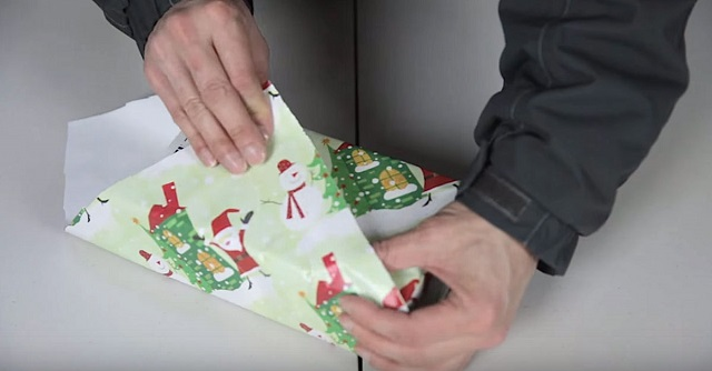 The Japanese way to wrap presents - so straightforward everyone can learn it!