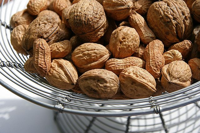 Eat five nuts and wait four hours! Something amazing will happen to your body