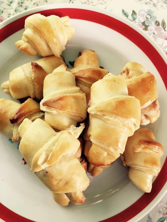 Pizza flavoured croissant recipe - it disappears as soon as it comes out from the oven