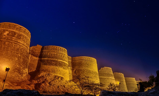Seven wonders of the world you might have not heard about yet - Derawar Fort, Pakistan