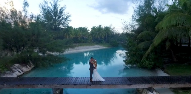 This couple was married in paradise. Take a look at their wedding album