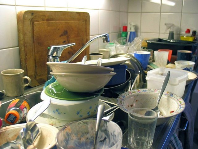 7 reasons why you should not wash dishes by hand