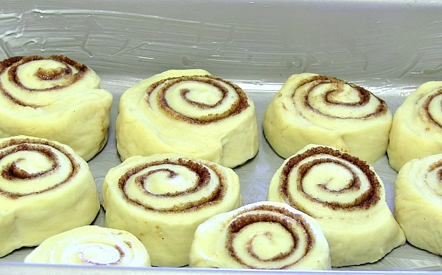How to make the best of cinnamon rolls ever