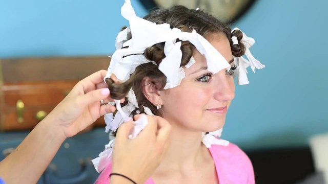How to create the loveliest curls with the aid of paper towels