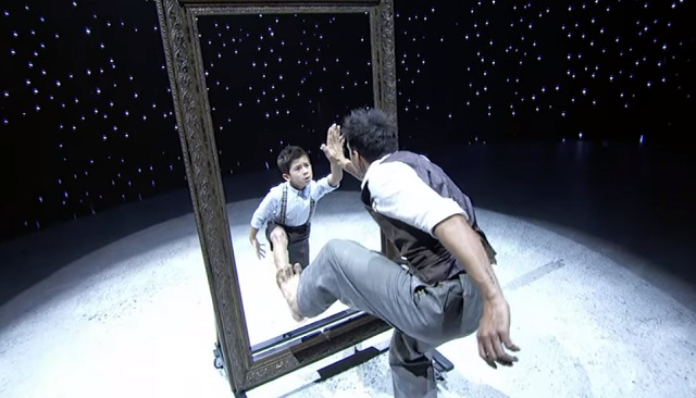 A man, a child and a mirror - a production that left us speechless