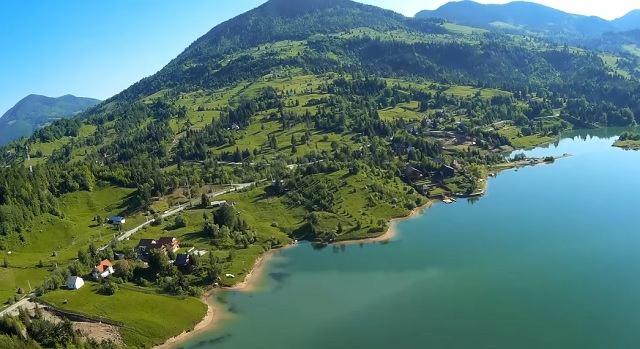 A unique place in Romania with a mountain, a lake, a beach and pure air