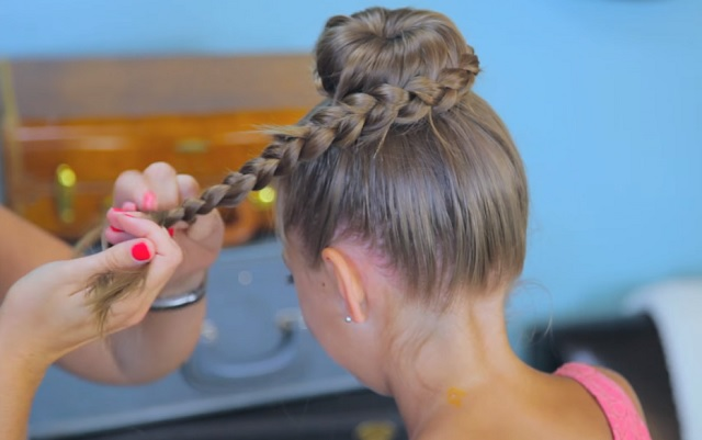The new schoolyear is here! Braid your little daughter's hair into the coolest hairdo for the big day!