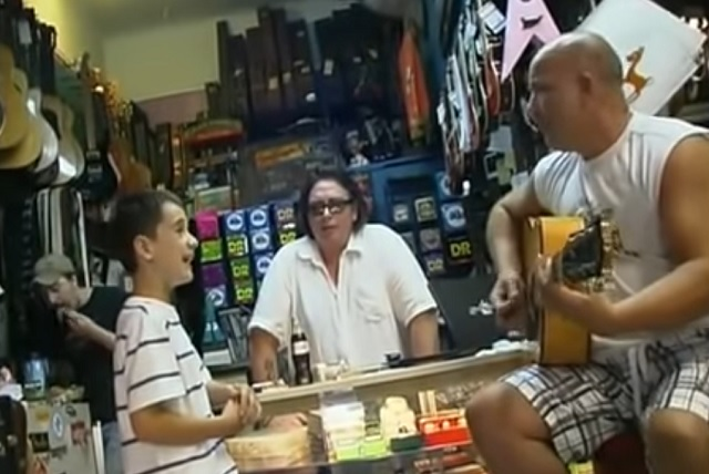 Kid Sing The Blues In Guitar Shop Like It's Nobody's Business!