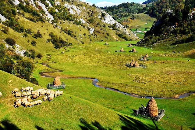 Ponorului Blind Pass or God's Palm, another fairy tale place in Romania