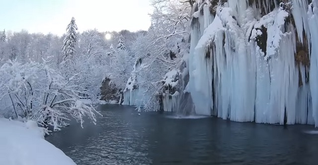 One of the most beautiful natural sites in Croatia has frozen into an even more incredible beauty