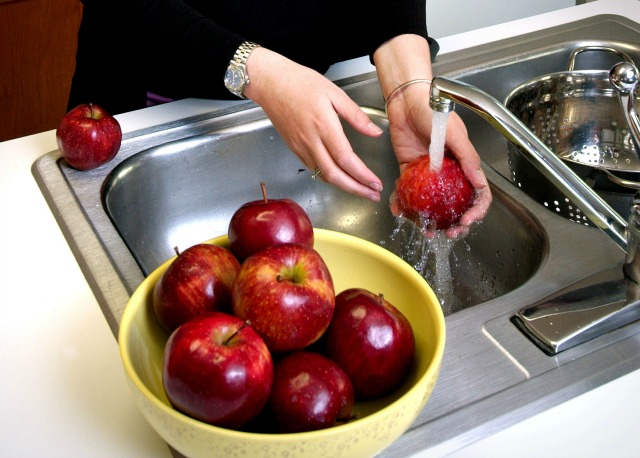 How to remove chemicals and preservatives sprayed on fruits and vegetables?