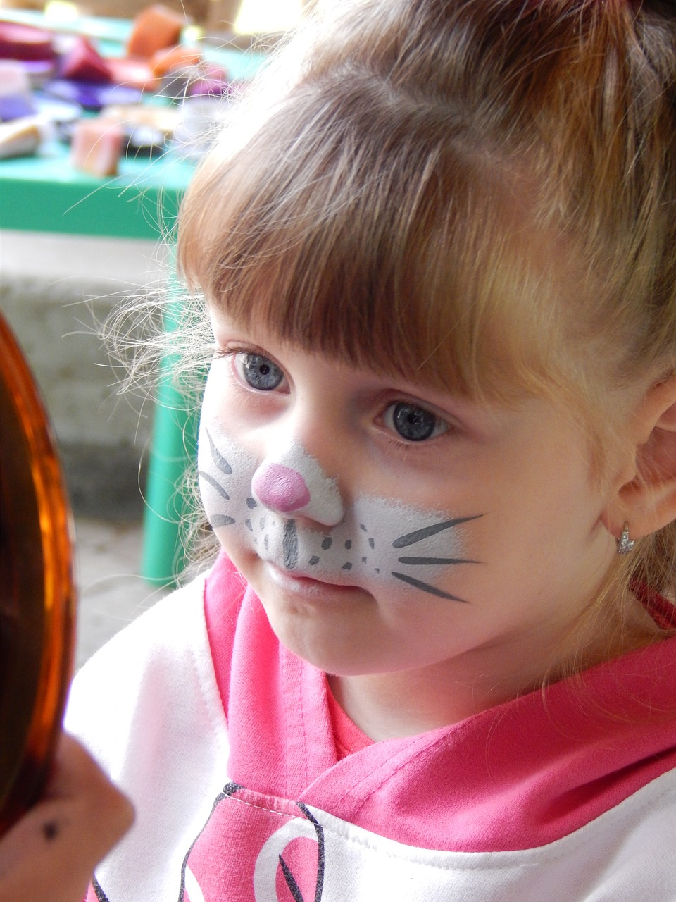 Your kids will love it: make face paint at home!