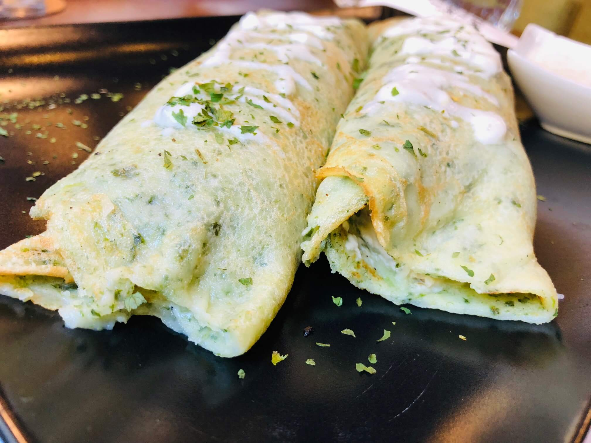Crepes filled with spinach and chicken