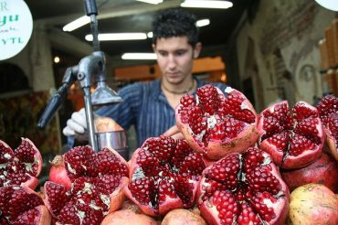 Making-pomegranate-juice.jpg