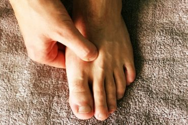 foot-acupressure-main.jpg