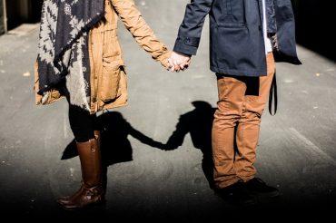 holding-hands-1031665_640.jpg