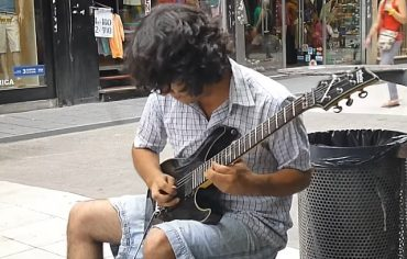 street-gitarist.jpg